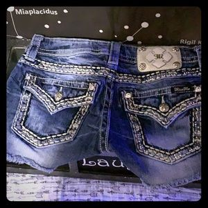 Miss me shorts size 26. Never worn!!!!!